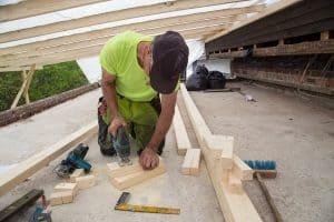 Timpurin töitä katolla